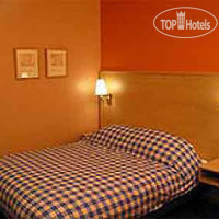 Фото отеля Travelodge London Battersea 3*