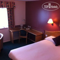 Фото отеля Days Inn Abington M74 3*
