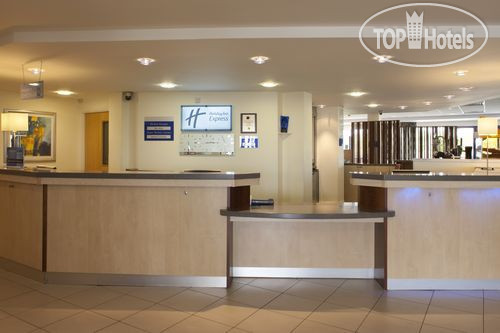 Holiday Inn Express Cardiff Airport 3*