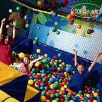 Фото отеля Pontins Southport Holiday Park Hotel 2*