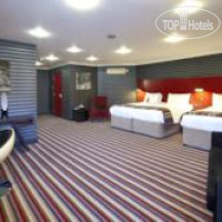 Фото отеля De Vere Village Swindon 4*