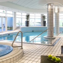 Фото отеля Crowne Plaza Amsterdam Schiphol 4* Enjoy the pool and the jacuzzi in the Sunflower Leisure Club