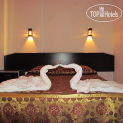 Gold Twins Suit Hotel 3*