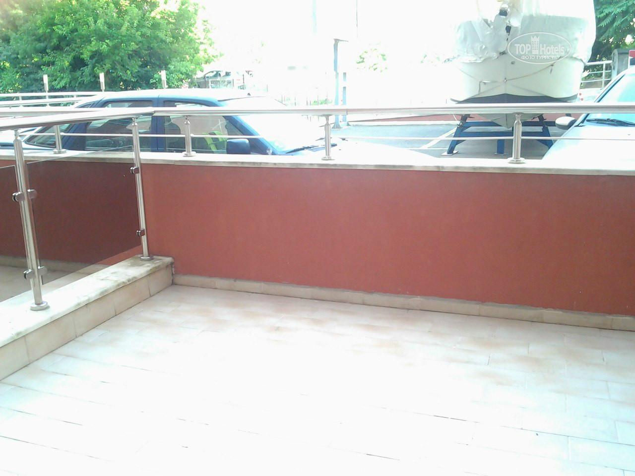 Вид с балкона на парковку - picture of hotel vigo, nessebar .