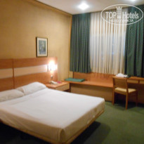 Фото отеля City House Florida Norte Madrid Hotel   4* Вид от двери к окну