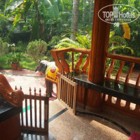 Фото отеля Ganesh House Home Stay крыльцо
