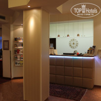 Фото отеля Goldenes  Theaterhotel 4* Ресепшн