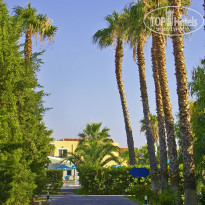 Фото отеля Atlantica Club Marmari Beach 4* Аллея к спортплощадкам.
