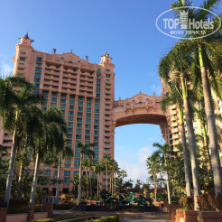 Территория отеля Atlantis Paradise Island Resort (Royal Tower)