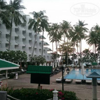 Фото отеля Le Meridien Phuket Beach Resort 5* Территория отеля утром