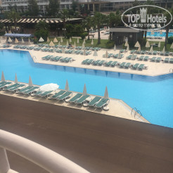 Территория отеля Royal Garden Select & Suite Hotel