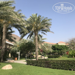 Территория отеля Fujairah Rotana Resort & Spa - Al Aqah Beach