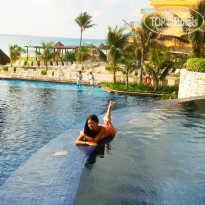 Фото отеля Fiesta Americana Condesa Cancun All Inclusive Hotel 5* бар в бассейне