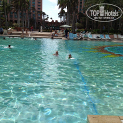 Территория отеля Atlantis Paradise Island Resort (Coral Tower)