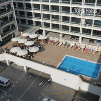 Фото отеля Golden Sands Hotel Apartments 3* Бассейн возле ресторана.