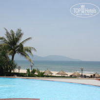 Фото отеля Sandy Beach Non Nuoc Resort Da Nang Vietnam Managed by Centara 4* бассейн с видом на пляж