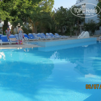 Фото отеля Verano Phoenix Family Resort 4* Бассейн около ресторана.